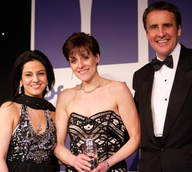 Kavita Oberoi presenting the 2006 PharmaFields Awards along side TV presenter and journalist Dermot Murnahan